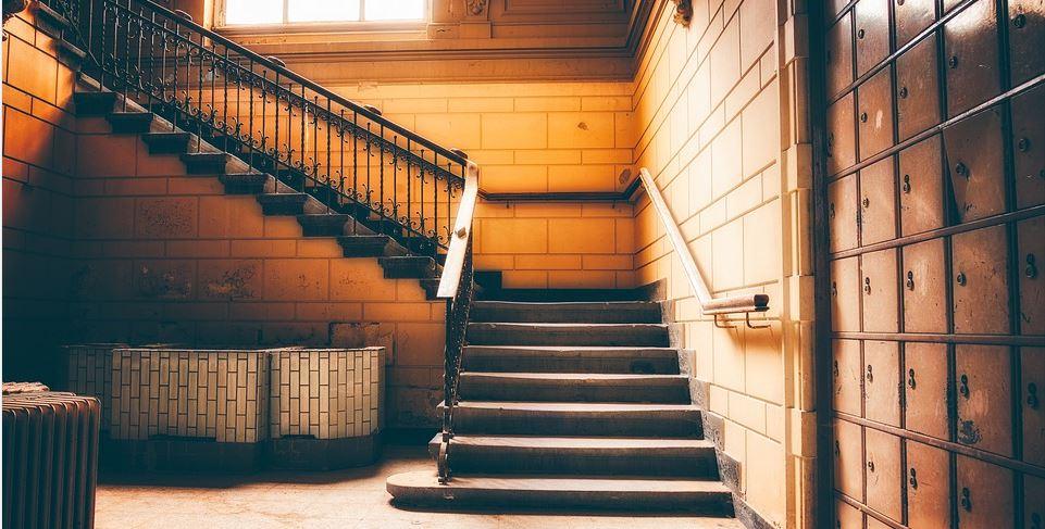 Treppe ohne Behindertenlift