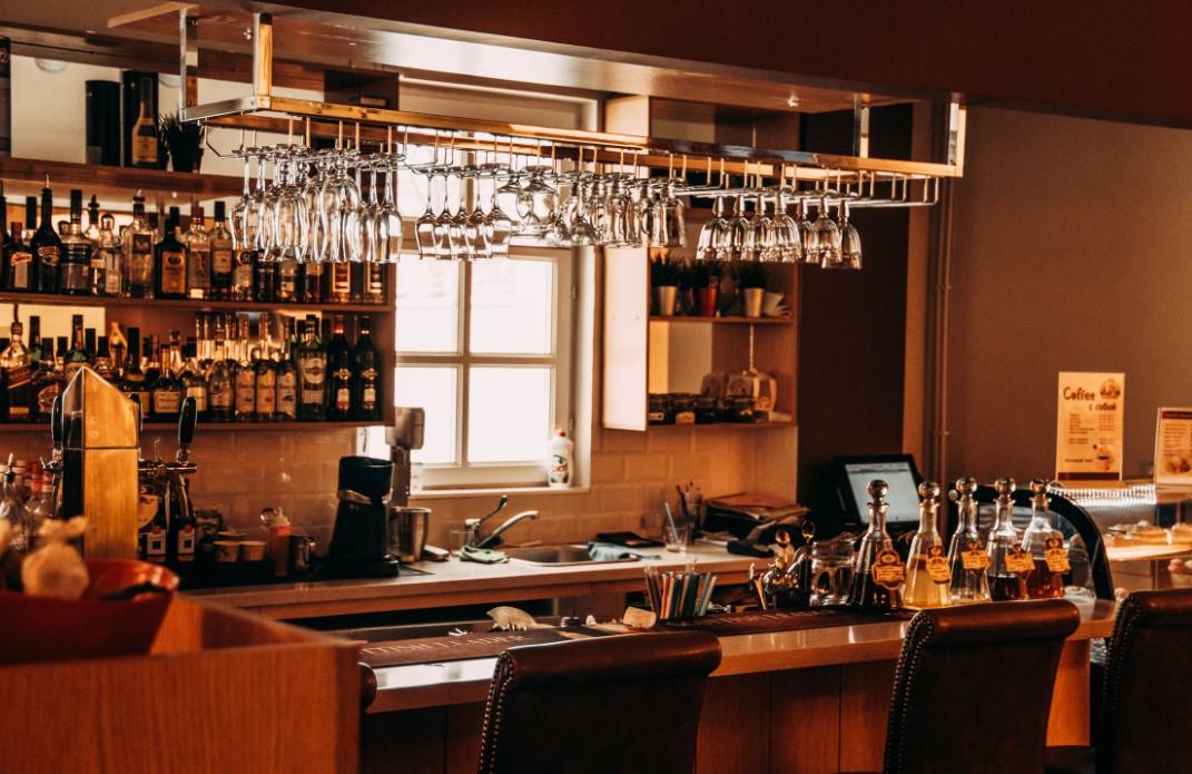 Stilgerechte Möbel in einer Bar