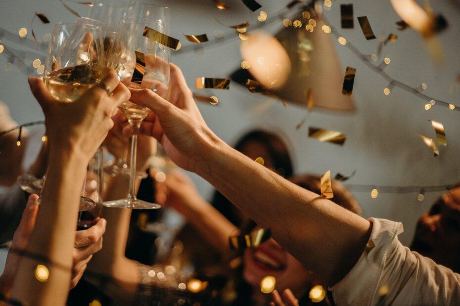 Eine Party mit Champagner